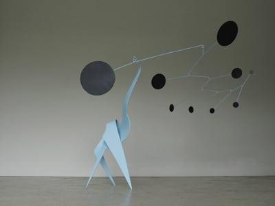 sculpture mobile bleu ciel noir