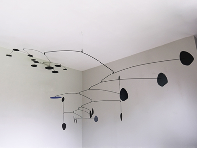 mobile, calder, hanging mobile, décoration plafond