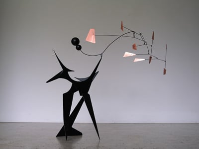 stabile lauqé noir avec du cuivre vernis, stabile sculpture